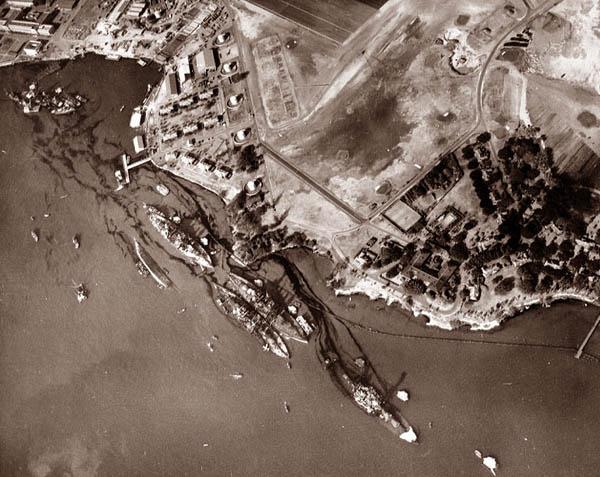 U.S. Naval Historical Center photo G-387565