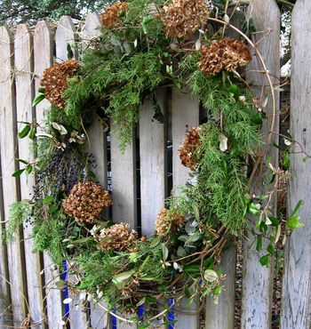 Front gate wreath 22 December 2010