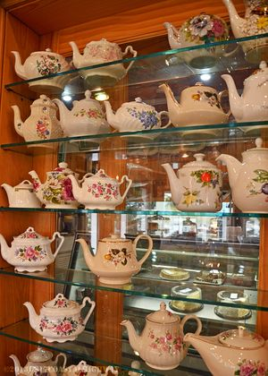 Tea Room Tea Pots Hopsewee Plantation with WM 12 November 2013