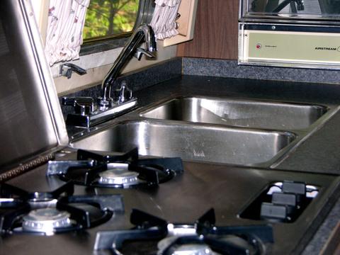 Airstream_kitchen
