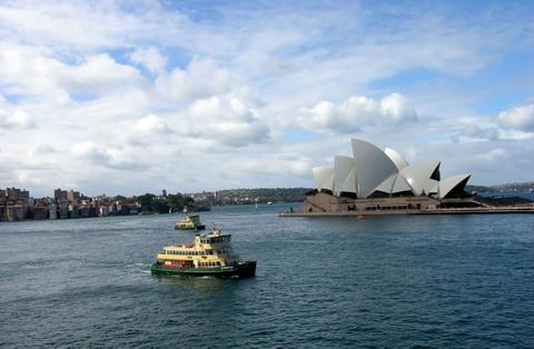 Sydney_harbor_23_august_2008_3