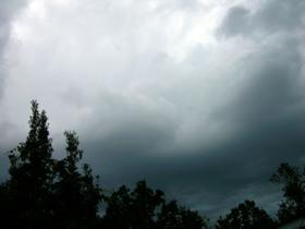 Approaching_storm_16_september_2008